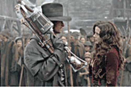 """My, what a big gun you have"": Hugh Jackman and Kate Beckinsale tackle things that go bump in Van Helsing."
