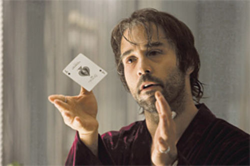 Is this your card?: Jeremy Piven is a marked man in Smokin' Aces.