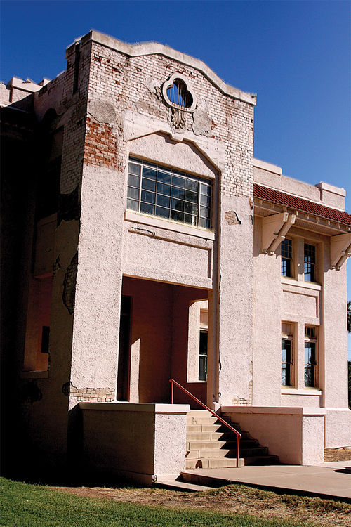 The façade of the lovely Mahoney Building remains unchanged since 1912.