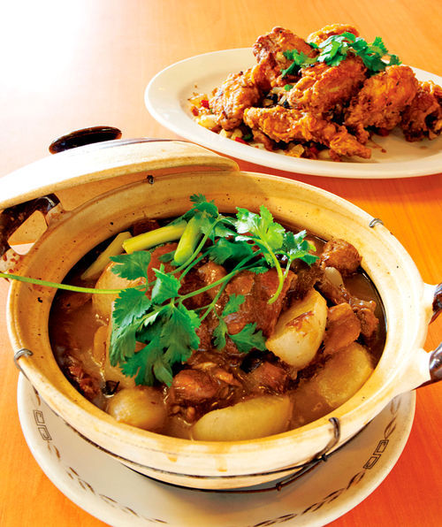 New Hong Kong's flavor-packed clay pots are among the restaurant's highlights.