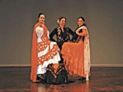 Las Lindas brings Spanish dance to Valley libraries.