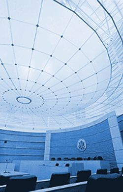 The lenslike ceiling of the special proceedings courtroom was designed by New York artist James Carpenter.