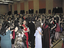 Twilight fans crowd ASUs gym at Stephenie  Meyers prom.