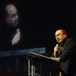 Craig Newmark speaks about internet safety at the Concert for Katherine.