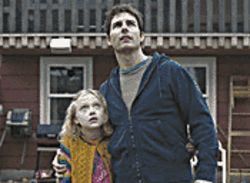 Dakota Fanning and Tom Cruise in War of the Worlds.