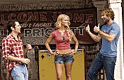 Johnny Knoxville, Jessica Simpson and Seann William Scott in The Dukes of Hazzard.