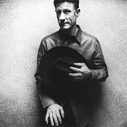 Lyle Lovett: Bringing the large one.