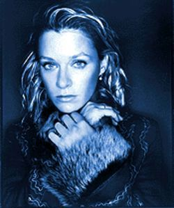 She is trailer-park diva Shelby Lynne.